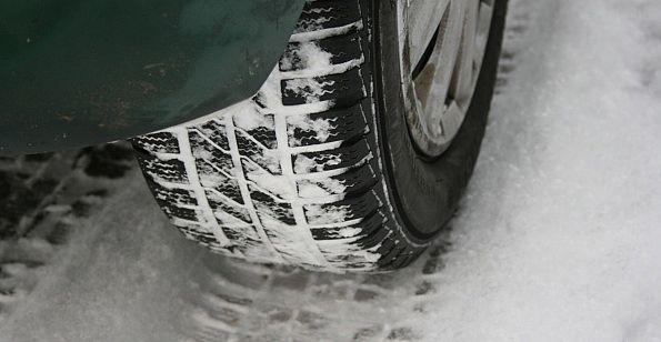 Jakie opony na zimę: wąskie czy szerokie?