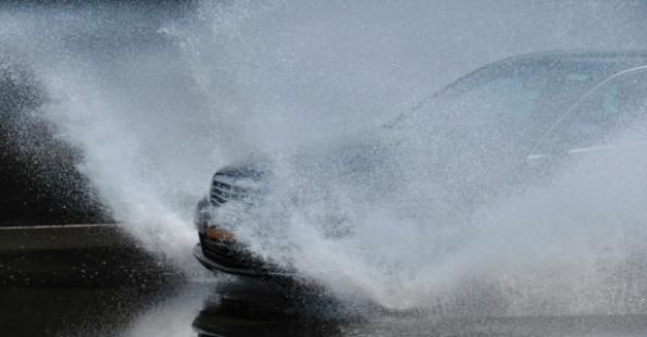 aquaplaning samochód